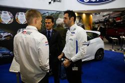 Les pilotes WRC et Matthew Wilson  sur le stand M-Sport