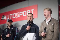 BTCC-kampioenen Andrew Jordan, Colin Turkington en Ash Sutton op de Autosport Stage met Henry Hope-Frost