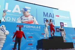 Dilbagh Gill, CEO, director del equipo, Mahindra Racing, Sébastien Buemi, Renault e.Dams, Felix Rosenqvist, Mahindra Racing, Sam Bird, DS Virgin Racing, en el podio