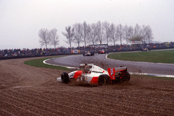 Karl Wendlinger, Sauber C12 and Michael Andretti, Mclaren MP4/8 made contact and retired in the gravel