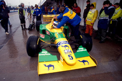 Michael Schumacher, Benetton Ford B193B dans les stands