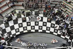 # 67 Chip Ganassi Racing Ford GT, GTLM: Райан Бріско, Річард Вестбрук, Скотт Діксон, # 66 Chip Ganassi Racing Ford  GT, GTLM: Дірк Мюллер, Джоі Хенд, Себастьян Бурде, # 3 Corvette Racing Chevrolet Corvette C7.R, GTLM: Антоніо Гарсія, Ян Магнуссен, Майк Роккенфеллер, Біб з Мішеліна святкують перемогу на подіумі