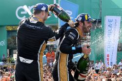 Andre Lotterer, Techeetah, Jean-Eric Vergne, Techeetah, aspergent le champagne sur le podium