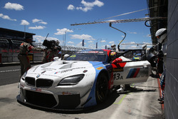 Пит-стоп: Аугусту Фарфус, Час Мостер и Марко Виттман, BMW Team Schnitzer, BMW M6 GT3 (№43)