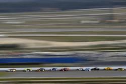 Brad Keselowski, Team Penske Ford Fusion, Chase Elliott, Hendrick Motorsports Chevrolet Camaro