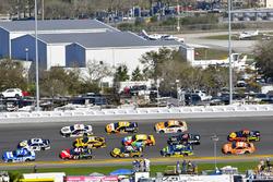 Ricky Stenhouse Jr., Roush Fenway Racing Ford Fusion and Chase Elliott, Hendrick Motorsports Chevrolet Camaro
