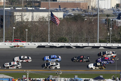 Kevin Harvick, Stewart-Haas Racing Ford Fusion and Brad Keselowski, Team Penske Ford Fusion