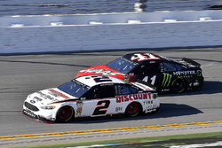 Brad Keselowski, Team Penske Ford Fusion and Kurt Busch, Stewart-Haas Racing Ford Fusion