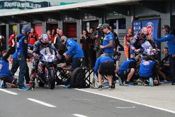Alex Lowes, Pata Yamaha Pirelli tyre change