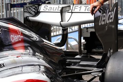 Sauber C32 rear wing detail