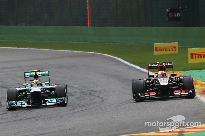 Lewis Hamilton, Mercedes AMG F1 and Romain Grosjean, Lotus F1