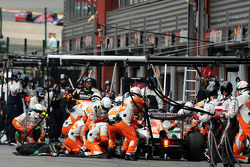 Adrian Sutil, Sahara Force India makes a pit stop