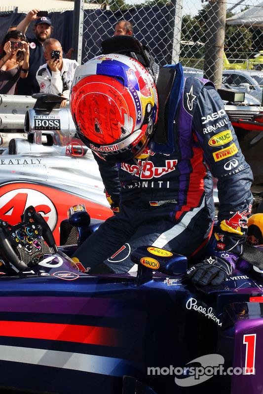 Pole sitter Sebastian Vettel, Red Bull Racing RB9 no parque fechado
