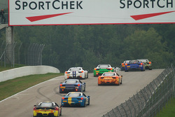 Ingaan van de tweede bocht bij Canadian Tire Motorsport Port