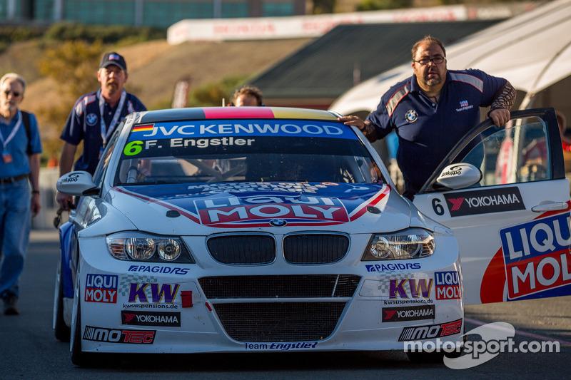 BMW 320 TC klaar voor de training