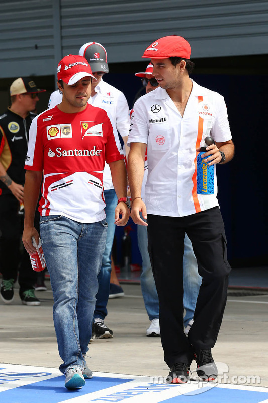 (L to R): Felipe Massa, Ferrari and Sergio Perez, McLaren on the drivers parade