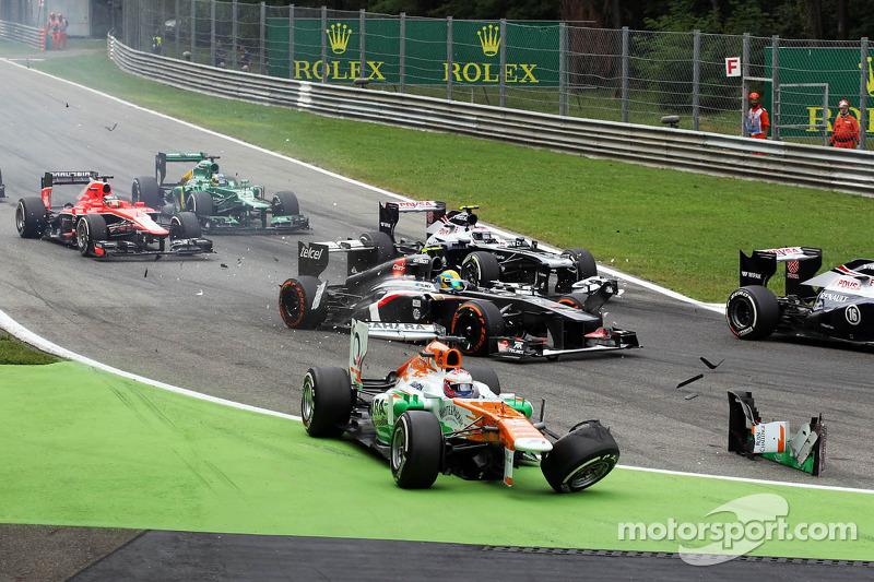 Paul di Resta, Sahara Force India VJM06 crashes at the start of the race
