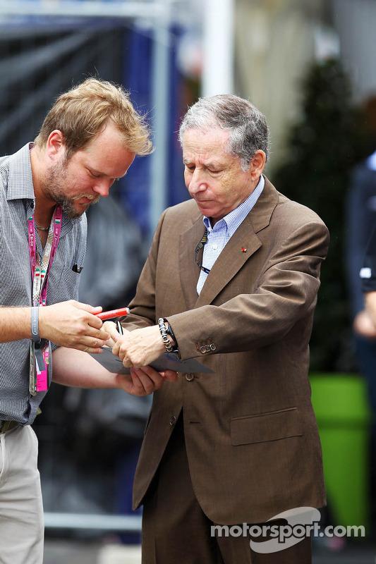 Jean Todt, Presidente da FIA assina autógrafo para os fãs