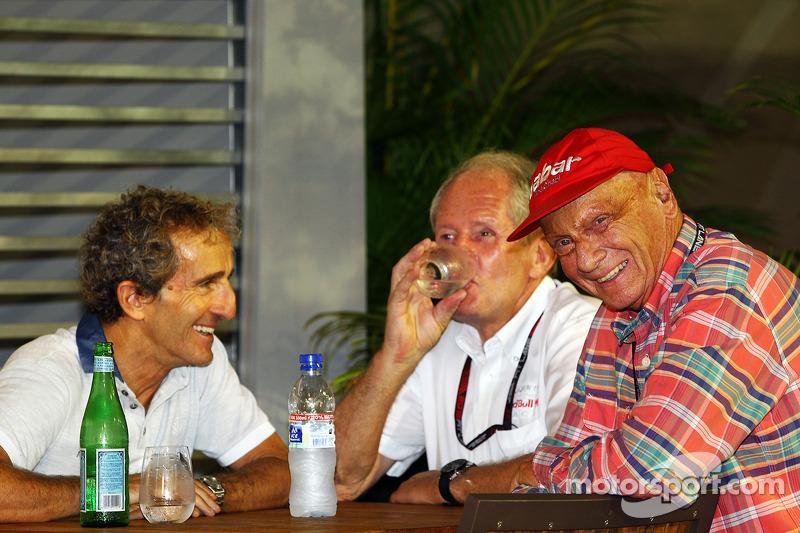 Alain Prost, met Dr Helmut Marko, Red Bull Motorsport Consultant en Niki Lauda, Mercedes Non-Executive Chairman