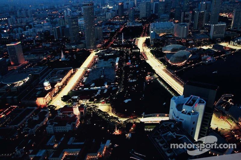 Luchtfoto van het circuit bij nacht