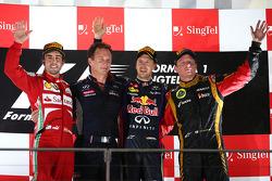 Podium: Sieger Sebastian Vettel, Red Bull Racing; 2. Fernando Alonso, Ferrari; 3. Kimi Räikkönen, Lo