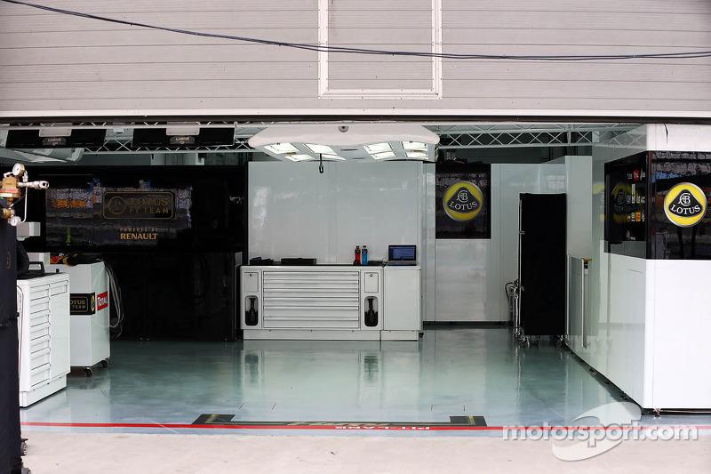 Lotus f1 team pit garage at korean gp for Garage lotus