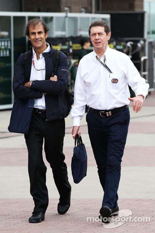 (Da esquerda para direita): Emanuele Pirro, comissário da FIA, com Gary Connely, comissário da FIA e membro da CAMS (federação australiana de automobilismo)