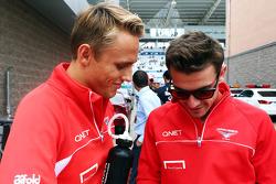 (L naar R): Max Chilton, Marussia F1 Team met Jules Bianchi, Marussia F1 Team bij de rijdersparade