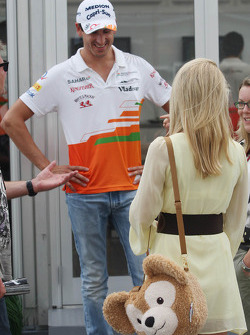 Adrian Sutil, Sahara Force India F1 met zijn vriendin Jennifer Becks