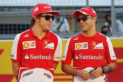 (L naar R): Fernando Alonso, Ferrari met teamgenoot Felipe Massa, Ferrari