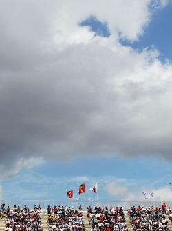Fans met Ferrari-vlaggen