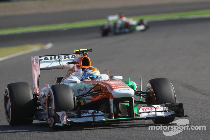 Adrian Sutil, Sahara Force India VJM06 voor teamgenoot Paul di Resta, Sahara Force India VJM06