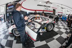 Treino de mudança de piloto para #48 Paul Miller Corrida Porsche 911 GT3 RSR: Bryce Miller, Marco Holzer, Emmanuel Collard