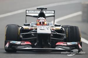 Nico Hulkenberg, Sauber C32 with worn Pirelli tyres