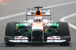 Paul di Resta, Sahara Force India VJM06 con neumáticos Pirelli desgastados
