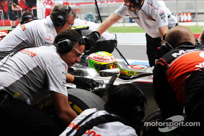 Sergio Perez, McLaren MP4-28 practices a pit stop