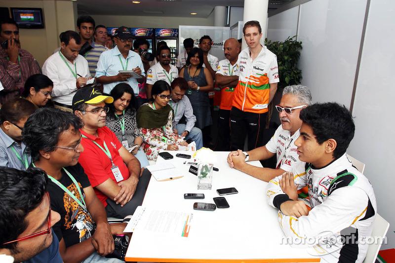 (L naar R): Dr. Vijay Mallya, Eigenaar Sahara Force India F1 en Jehan Daruvala, Sahara Force India A