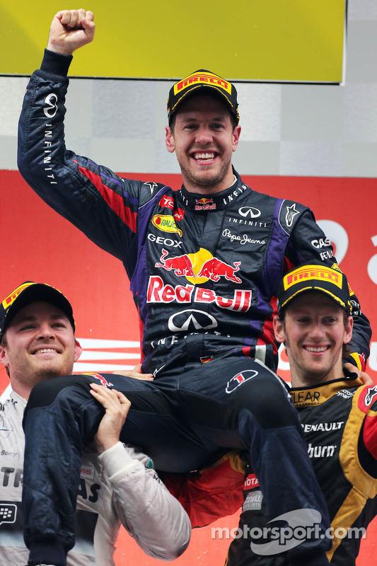 pódio: vencedor e 2013 world champion Sebastian Vettel, segundo colocado Nico Rosberg, terceiro colocado Romain Grosjean