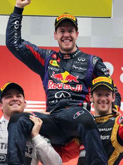 Podium: 1er Sebastian Vettel, 2e Nico Rosberg, 3e Romain Grosjean