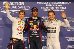 Ganador de la pole Mark Webber, Red Bull Racing, Sebastian Vettel, Red Bull Racing, segundo y Nico Rosberg, Mercedes AMG F1 tercero
