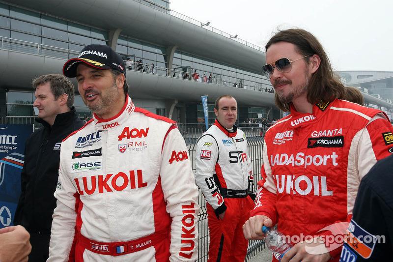(L-R) Yvan Muller, Chevrolet Cruze 1.6T, RML en  James Thompson, Lada Granta, LADA Sport Lukoil
