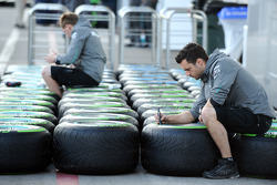 Mercedes F1 GP work on tires
