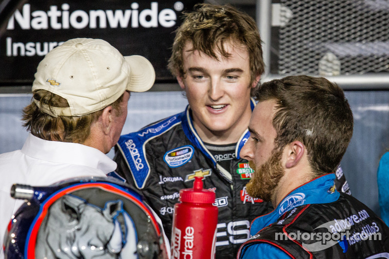 Championship victory lane: NASCAR Nationwide Series 2013 kampioen Austin Dillon viert feest met Richard Childress en brother Ty Dillon