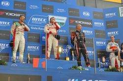 Podium: winner Yvan Muller, Chevrolet Cruze 1.6T, RML, 2nd Tiago Monteiro, Honda Civic Super 2000 TC, Honda Racing Team Jas, 3rd Robert Huff, SEAT Leon WTCC, ALL-INKL.COM Munnich Motorsport with winner of indipendent Alex MacDowall, Chevrolet Cruze 1.6T,