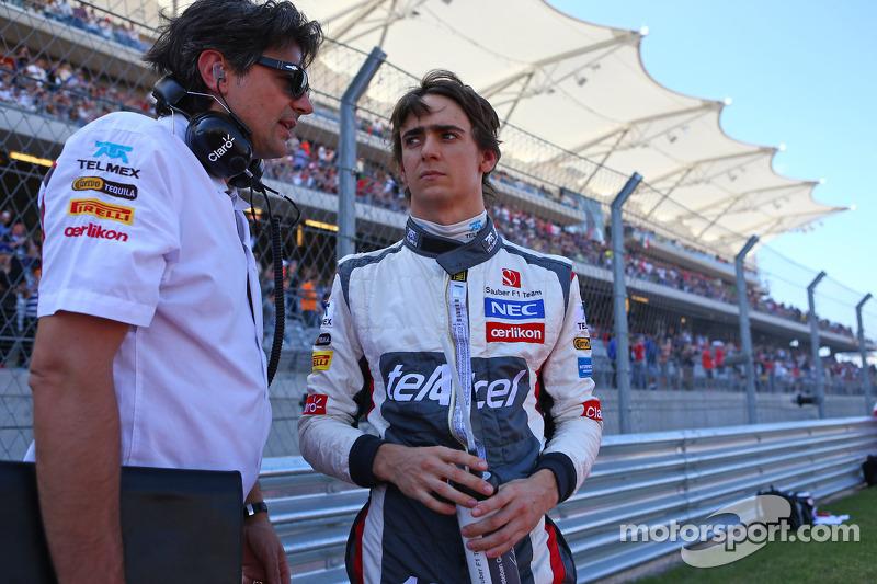 (L naar R): Francesco Nenci, Sauber Race Engineer met Esteban Gutierrez, Sauber