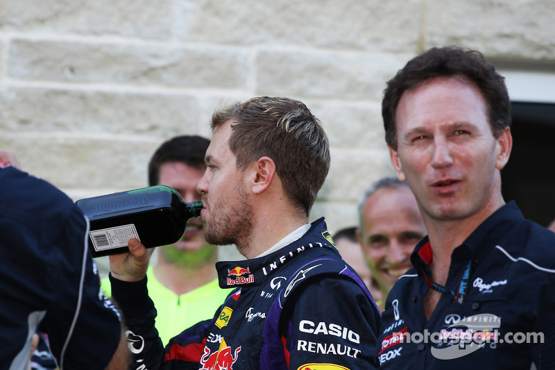 (L naar R): Sebastian Vettel, Red Bull Racing met een fles Jagermeister en Christian Horner, Teambaas Red Bull Racing