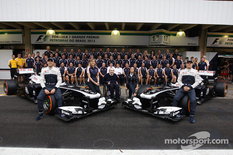 (L naar R): Pastor Maldonado, Williams; Susie Wolff, Williams Development Driver; Frank Williams, Ei
