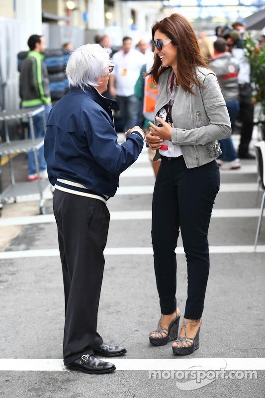 Bernie Ecclestone, CEO do Formula One Group, com sua esposa Fabiana Flosi