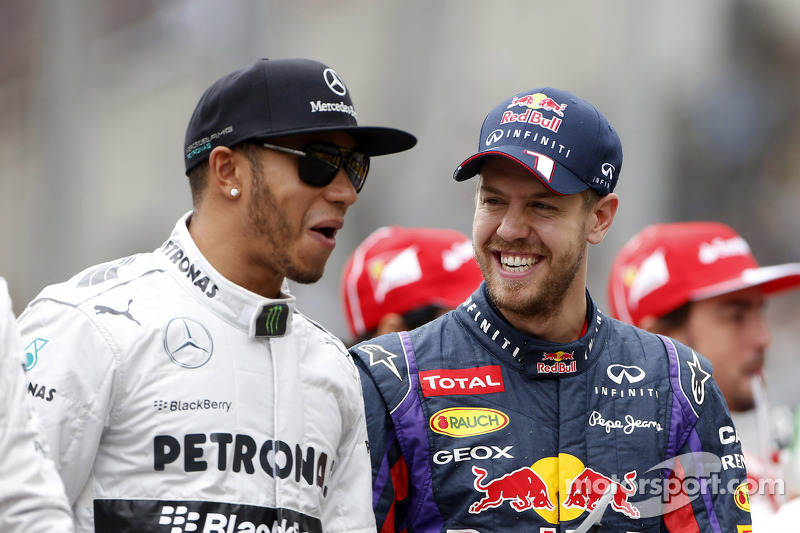 (L naar R): Lewis Hamilton, Mercedes AMG F1 met Sebastian Vettel, Red Bull Racing bij de rijdersparade