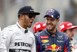 (Da esquerda para direita): Lewis Hamilton, Mercedes AMG F1, com Sebastian Vettel, Red Bull Racing, no desfile dos pilotos
